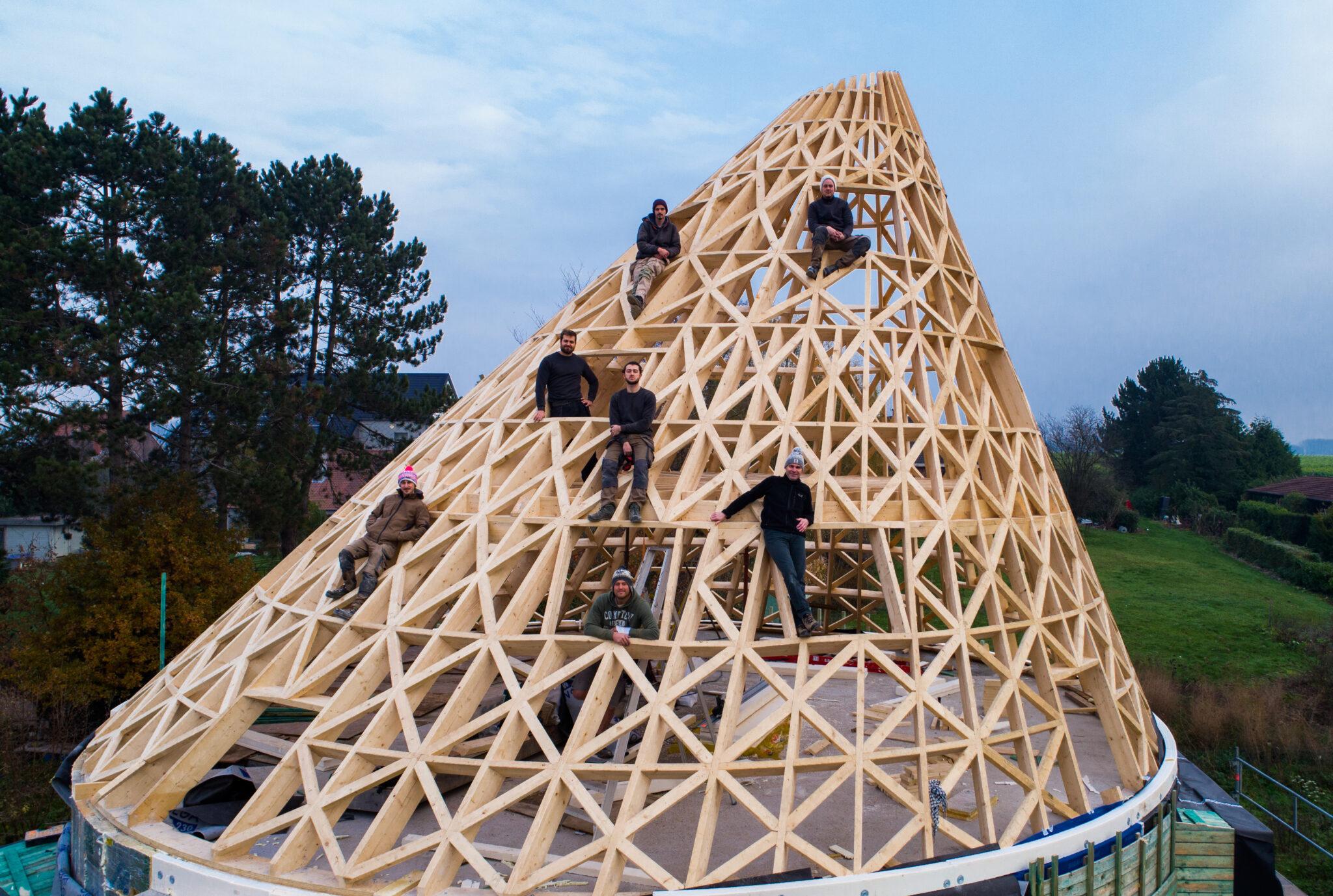 Construction d'une structure conique en bois massif